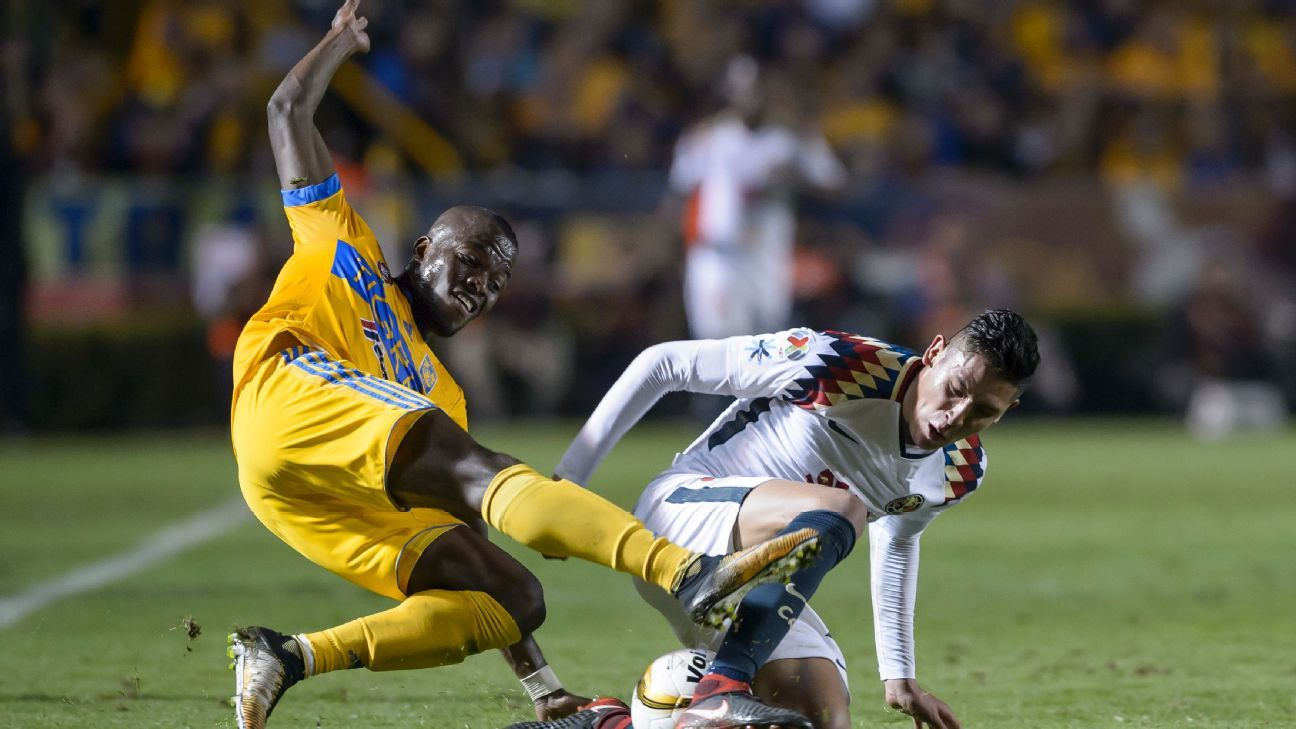 Enner Valencia and Edson Alvarez battle in the Apertura 2017 semifinals between Tigres and Club America.