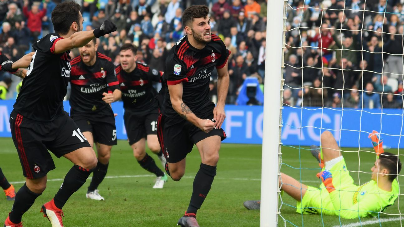Patrick Cutrone celebrates after giving AC Milan the lead against SPAL.