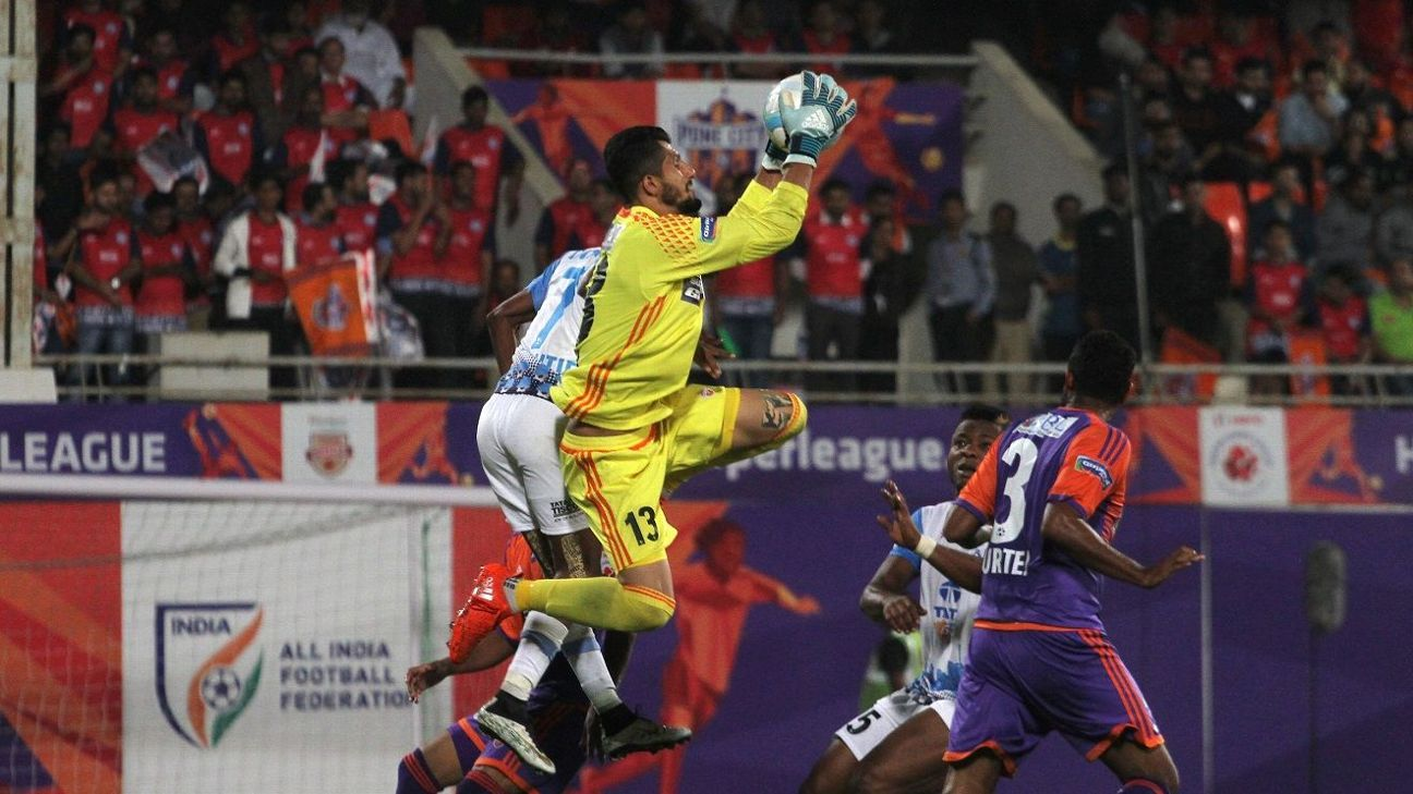 Vishal Kaith in action against against Jamshedpur