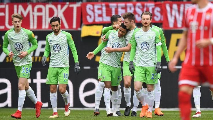 Wolfsburg celebrates Daniel Didavi's opening goal vs Bayern Munich