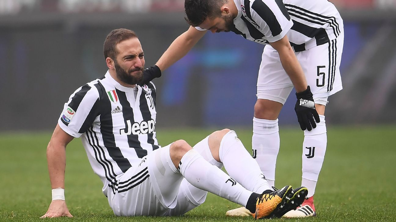 Gonzalo Higuain was injured during Juventus' Serie A match against Torino.