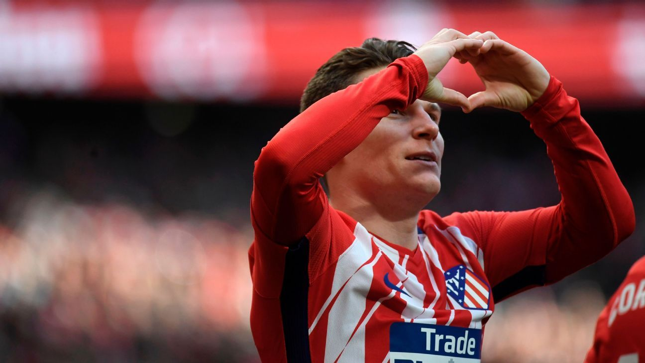 Atletico Madrid's Kevin Gameiro celebrates scoring the opening goal vs Athletico Bilbao