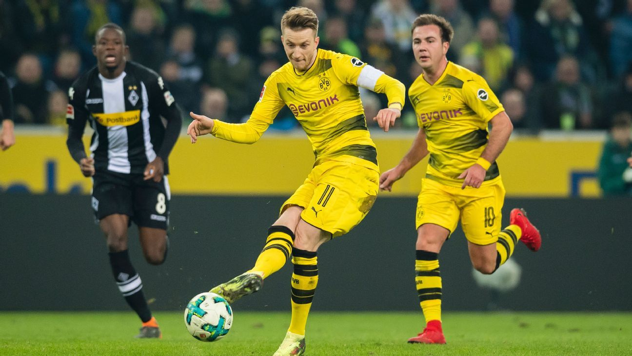 Marco Reus takes a shot in Borussia Dortmund's 1-0 win against Monchengladbach.