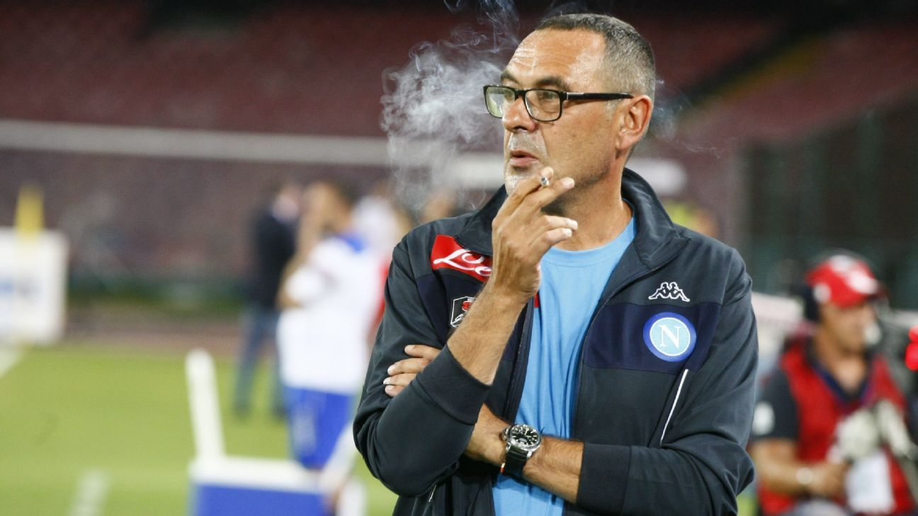 Napoli coach Maurizio Sarri smokes a cigarette before the Serie A match vs Sampdoria