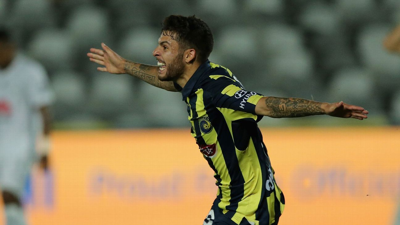 Danny De Silva during Central Coast Mariners' A-League win over Wellington Phoenix.