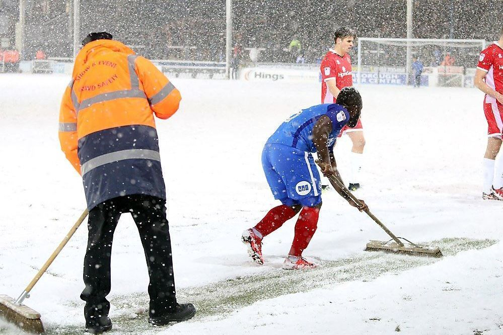 Peterborough players helped shovel snow to stop match their being abandoned