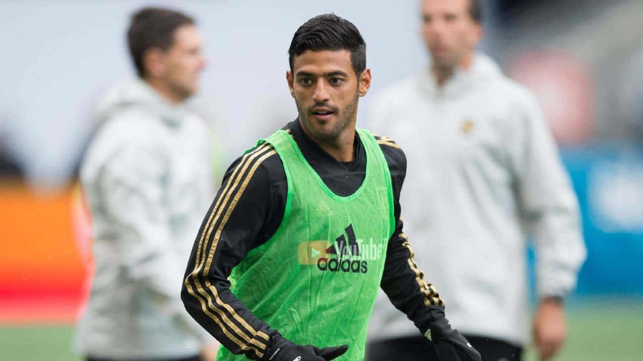 Carlos Vela warms up ahead of the inaugural match for LAFC.