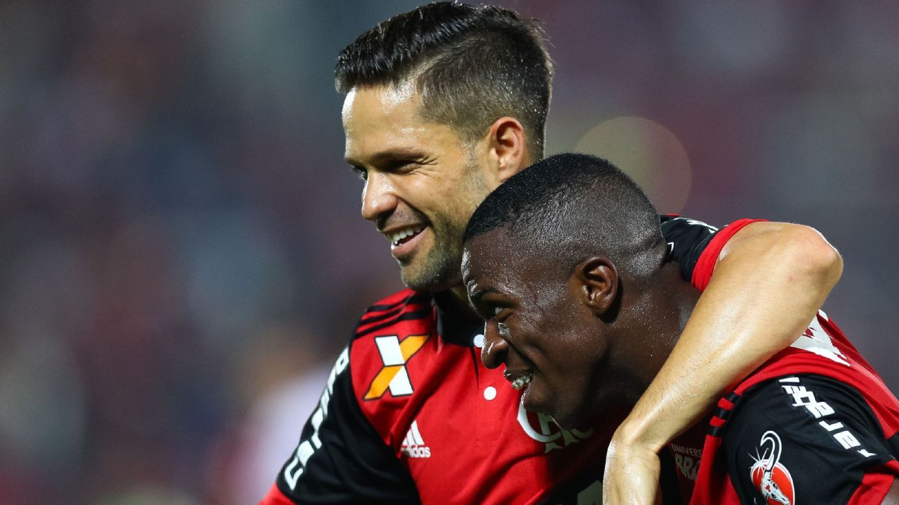Flamengo's Diego Ribas and Vinicius Junior