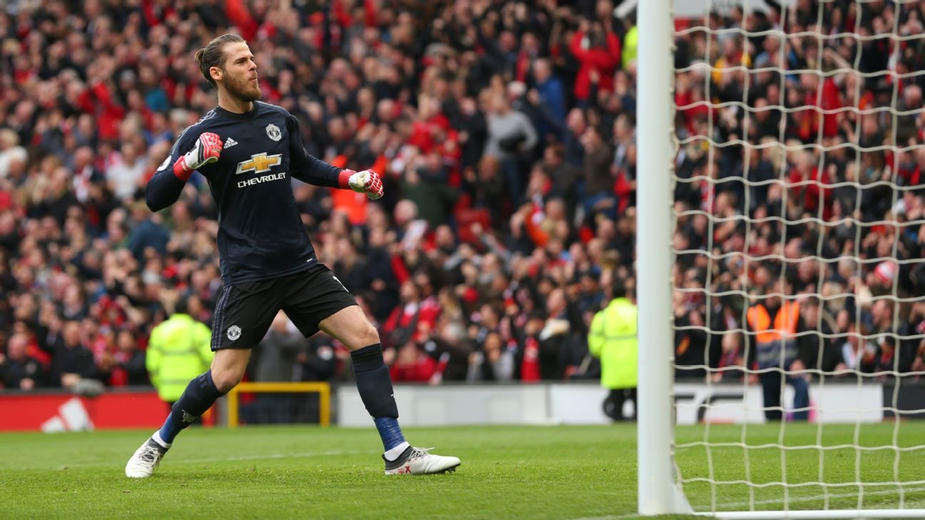 David De Gea celebrates after Manchester United take the lead against Liverpool.