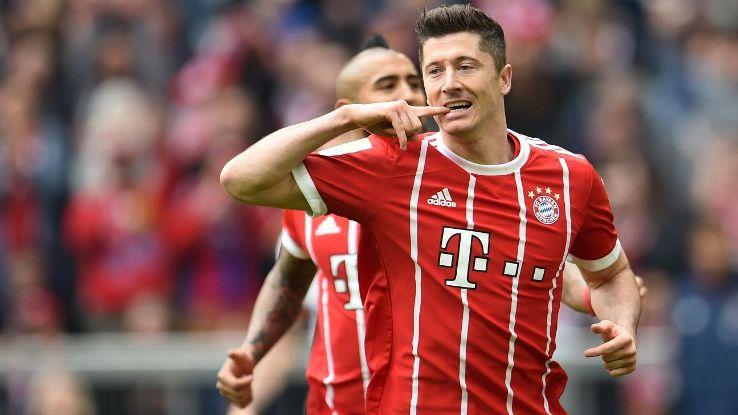 Robert Lewandowski celebrates a goal for Bayern Munich against Hamburg.
