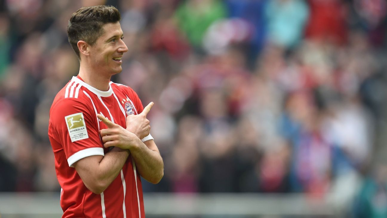 Robert Lewandowski celebrates a goal for Bayern Munich against Hamburg.