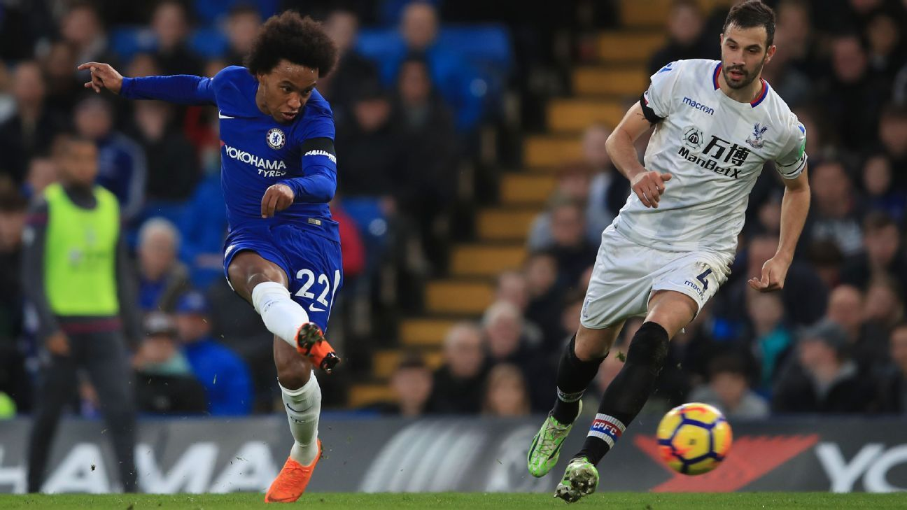 Willian scores with a long-range effort vs. Crystal Palace.