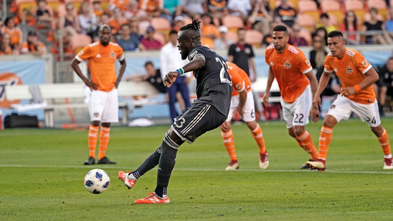 Kei Kamara scores a penalty for Vancouver Whitecaps against Houston Dynamo.