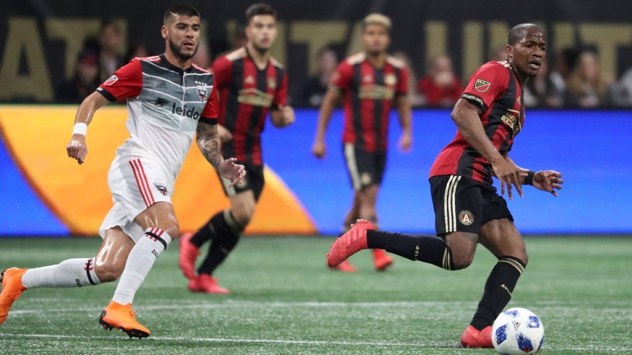 Darlington Nagbe plays a through ball in Atlanta United's match against D.C. United.