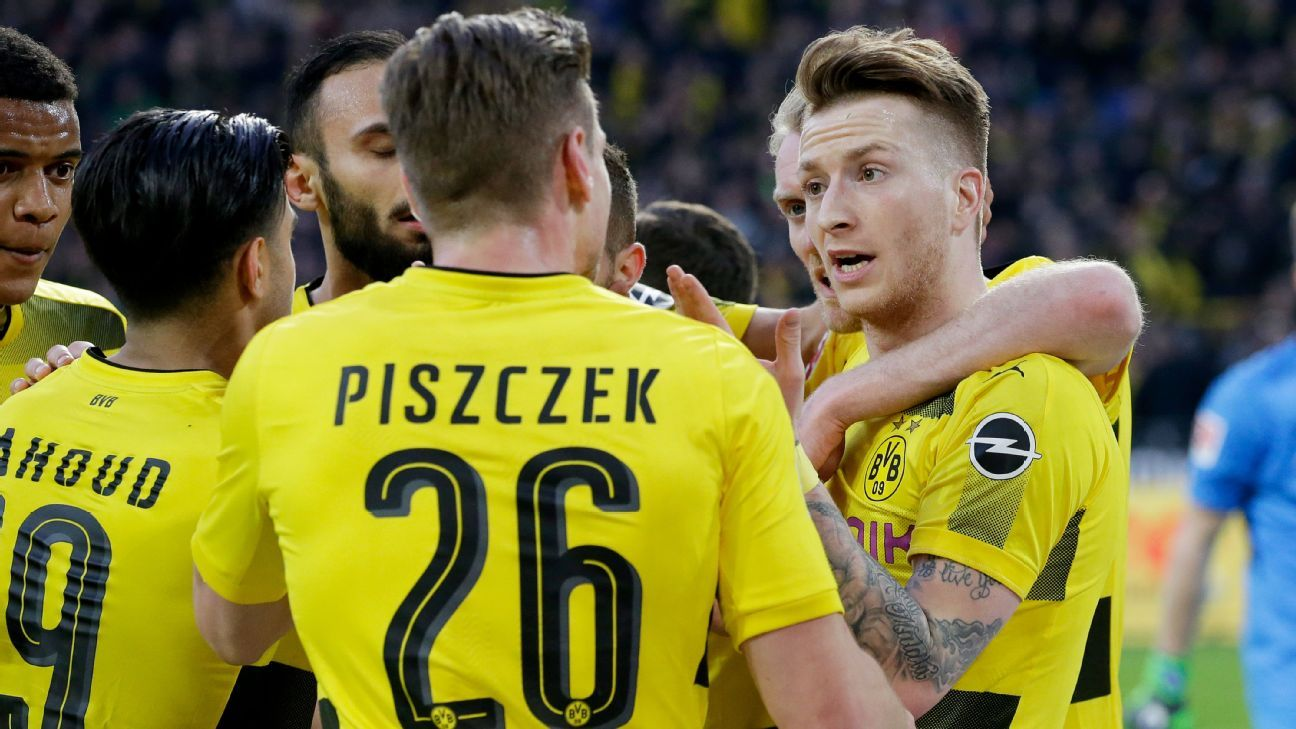Marco Reus talks to his Borussia Dortmund teammates after they scored a goal against Frankfurt.