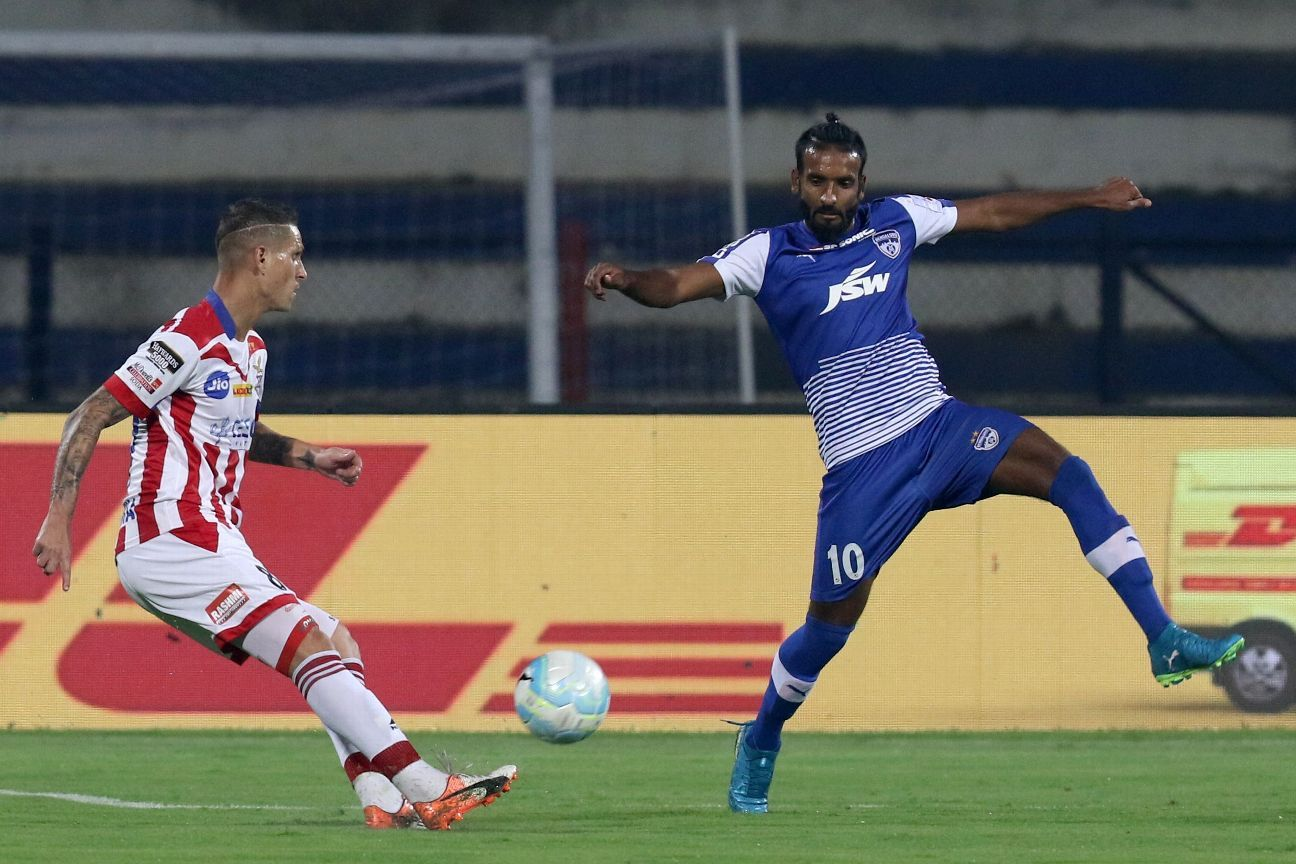 Harmanjot Khabra (right) was with Chennaiyin when they beat FC Goa in the 2015 ISL final.