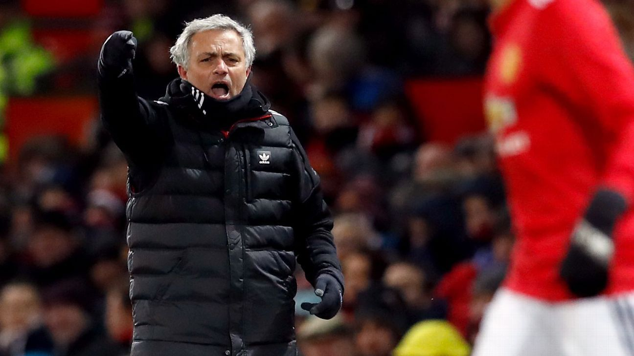 Manchester United manager Jose Mourinho gestures to Jesse Lingard