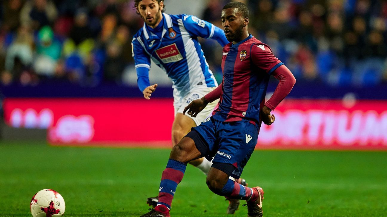 Shaq Moore playing in La Liga for Levante.