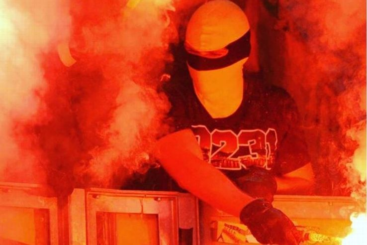 A person in the crowd wears a shirt bearing the name of the right-leaning hooligan group 0231 Riot
