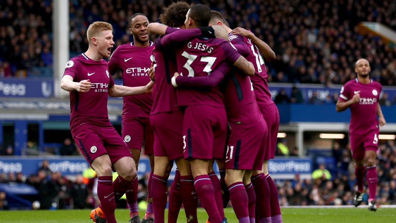Man City celebrate after opening the scoring vs. Everton.