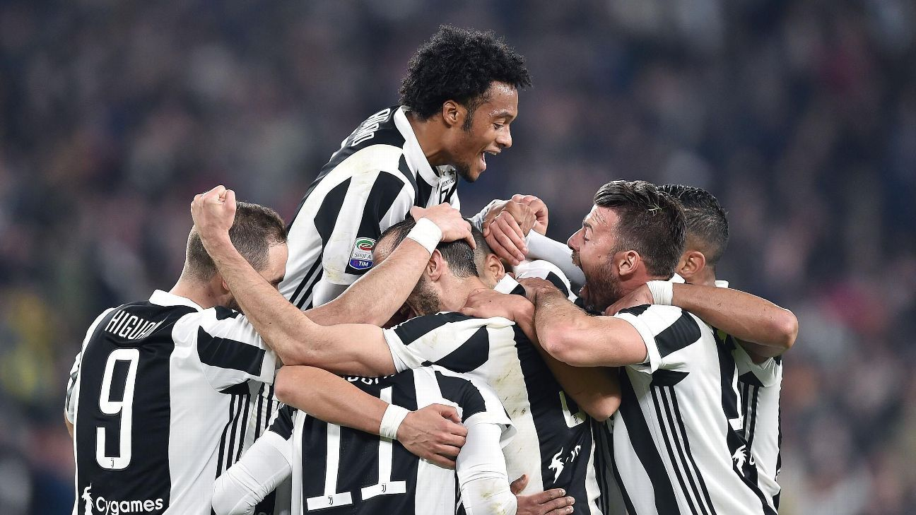 Juventus moved four points clear of Napoli with a 3-1 win over AC Milan.