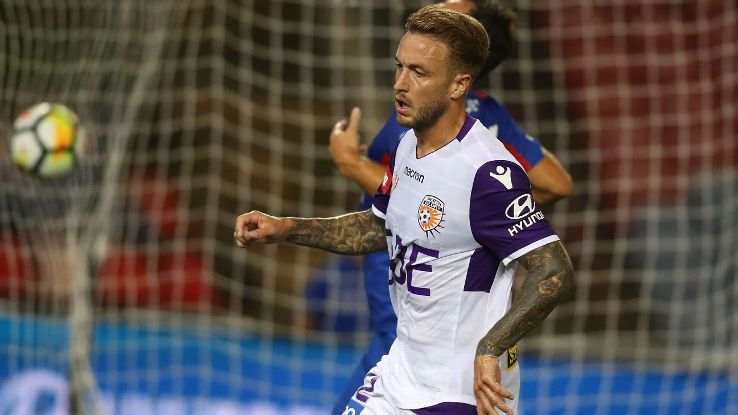 Adam Taggart in action for Perth Glory during their A-League game against Newcastle Jets.