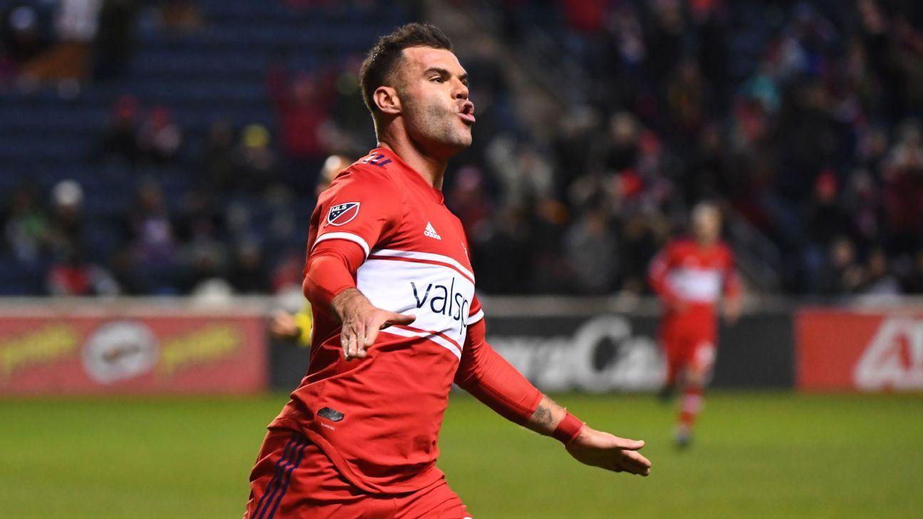 Nemanja Nikolic on target as Chicago defeats Columbus