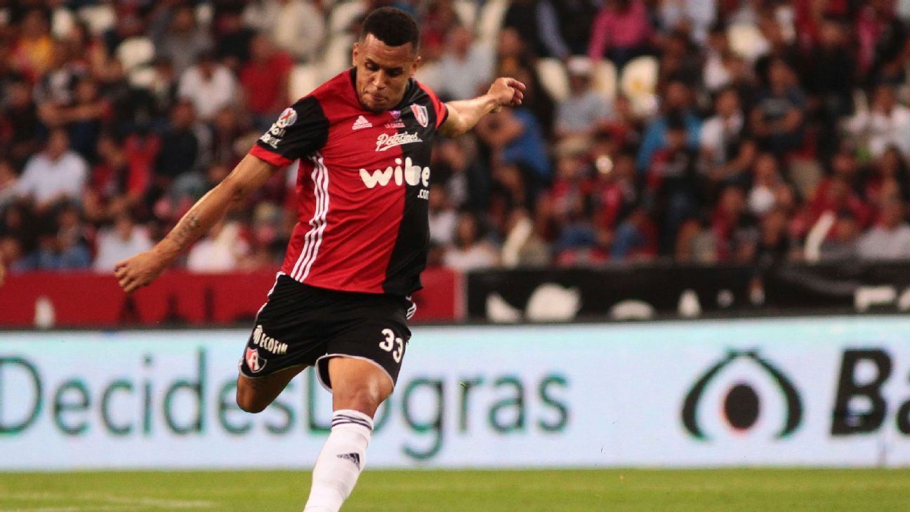 Ravel Morrison features during Atlas' Apertura match against Morelia.