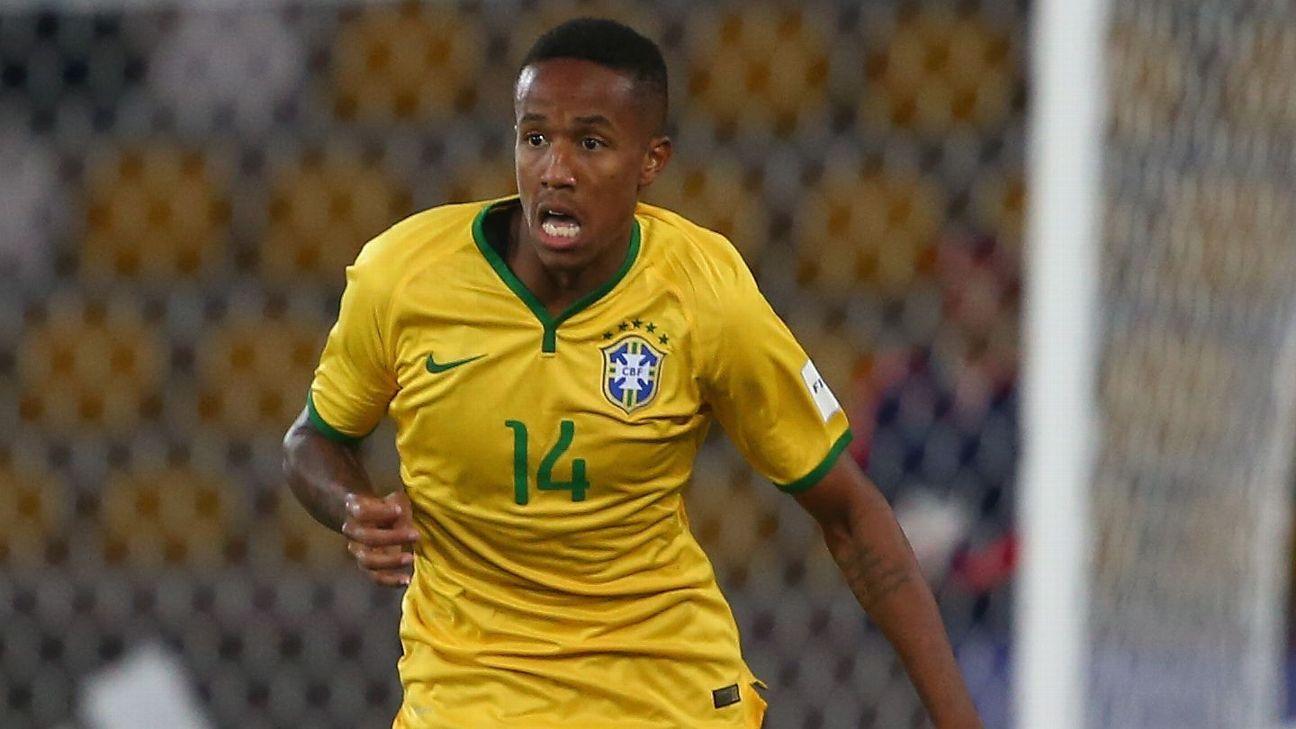 Eder Militao carries the ball during Brazil's U17 World Cup match vs. South Korea.