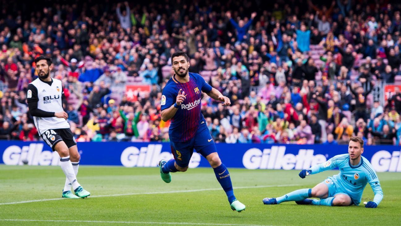 Luis Suarez scored the opening goal in Barcelona's win over Valencia.