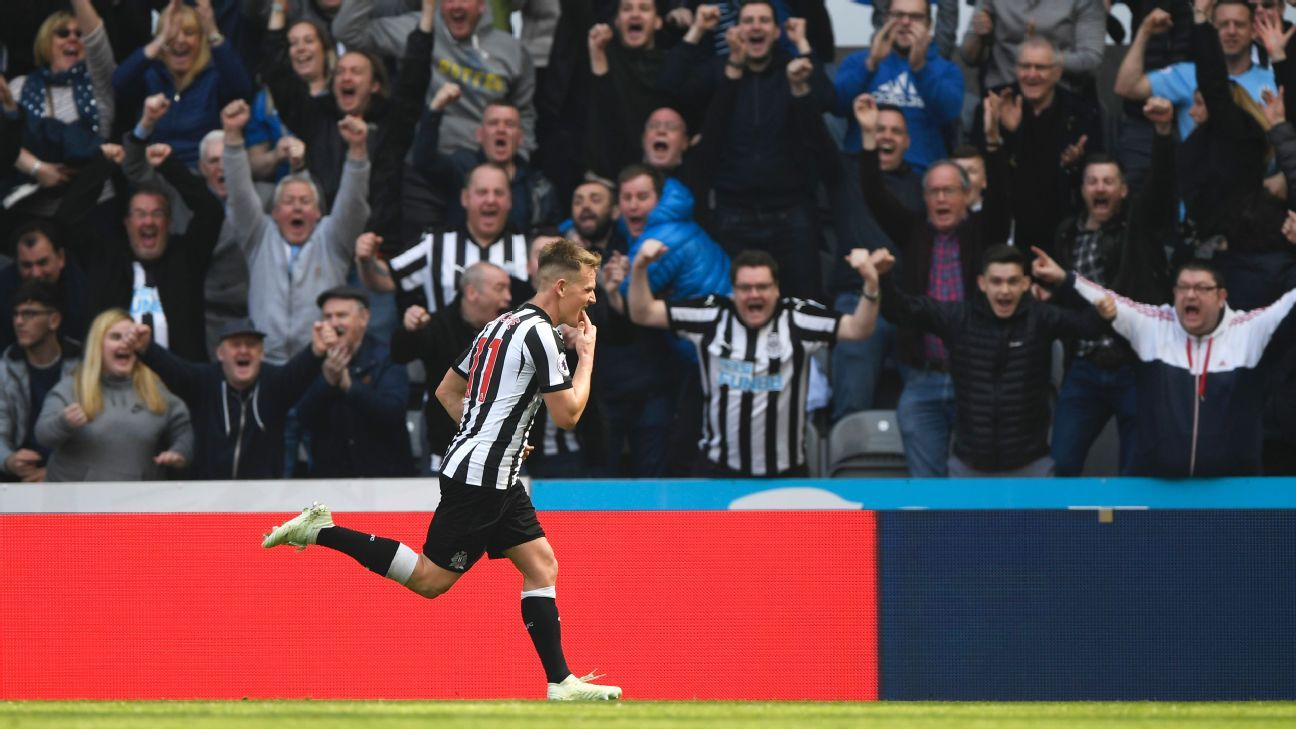 Newcastle's Matt Ritchie celebrates goal against Arsenal