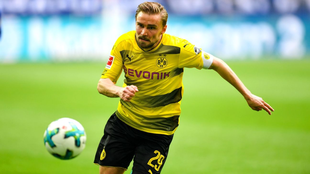 Marcel Schmelzer had a disaster against Schalke.