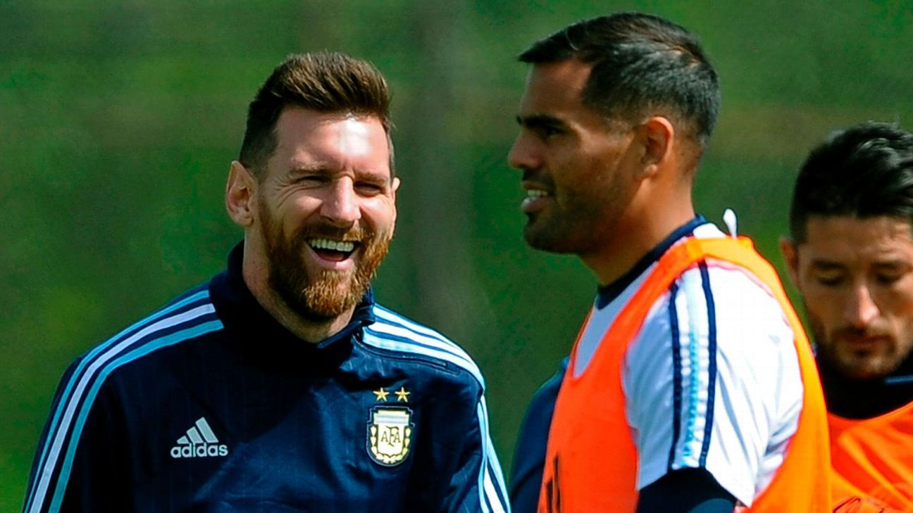 Lionel Messi and Gabriel Mercado training with Argentina