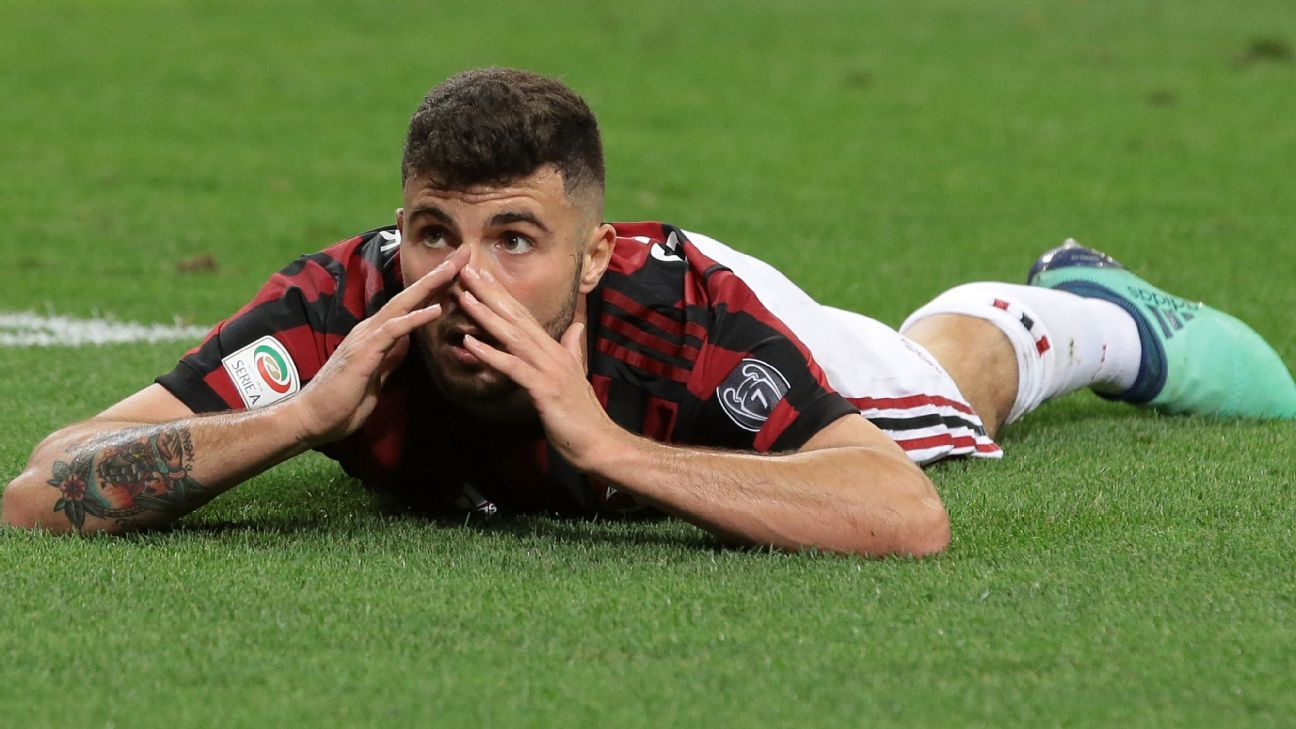 Patrick Cutrone reacts after missing a shot in AC Milan's 1-0 loss to Benevento.