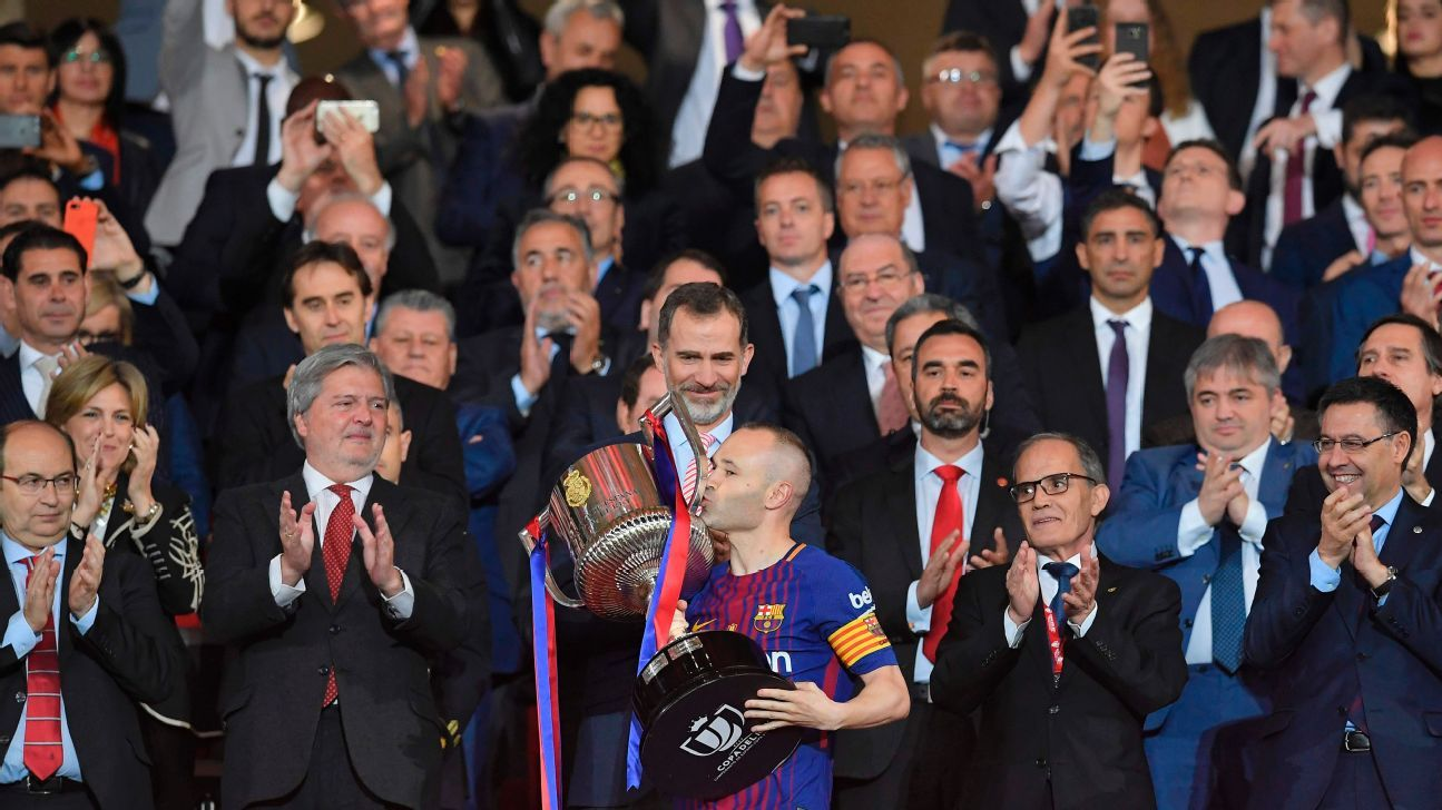 Andres Iniesta kisses the Copa del Rey trophy after Barcelona's 5-0 win over Sevilla in the 2018 final.