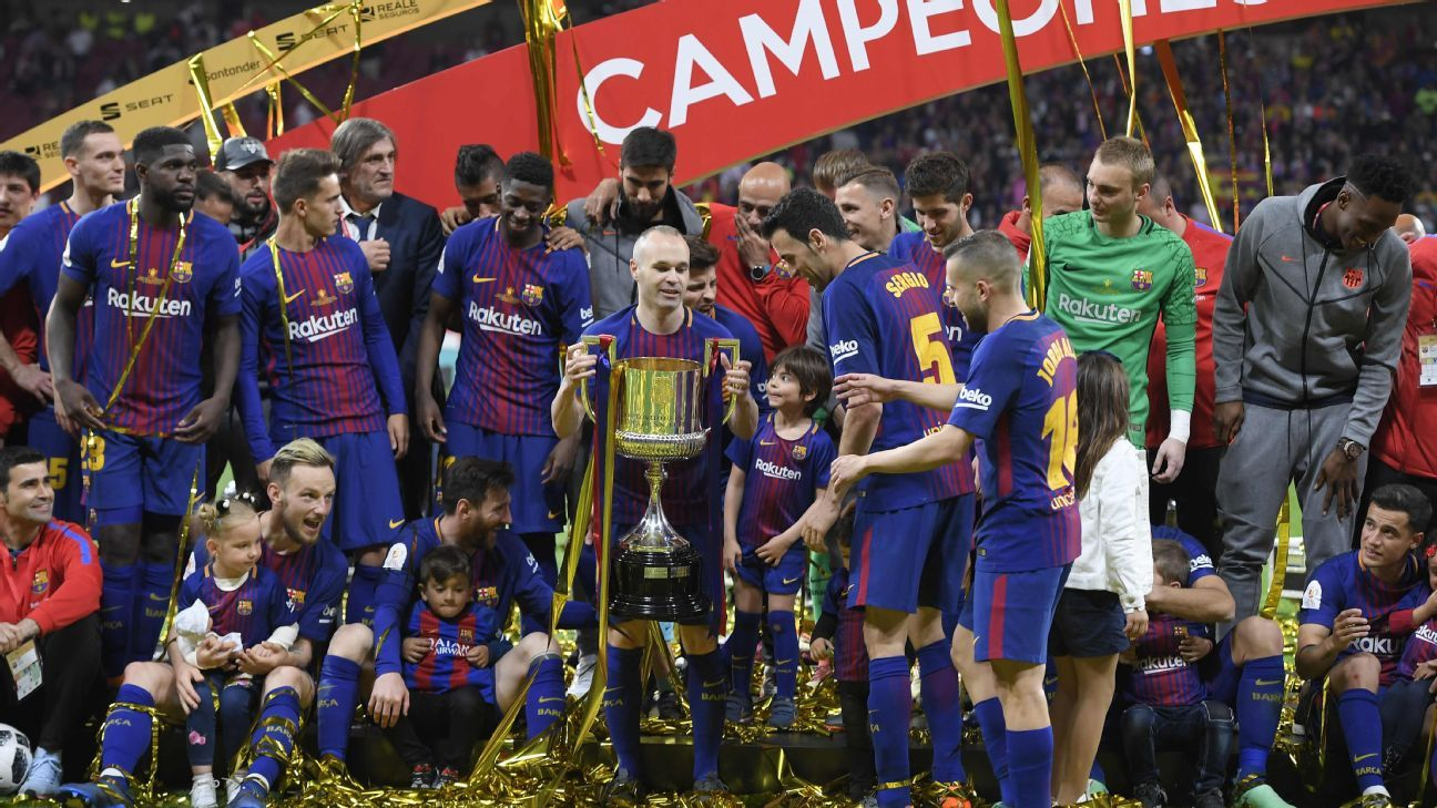 Barcelona team trophy celeb 180421