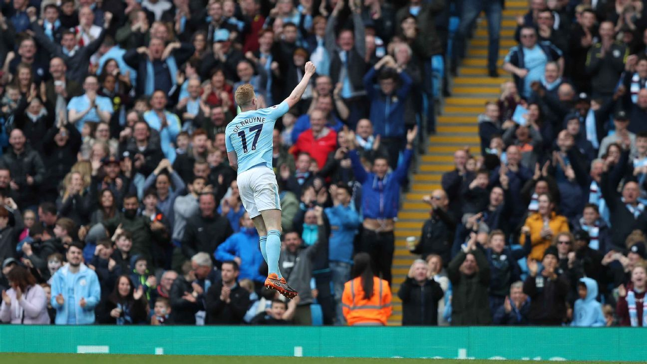 Kevin De Bruyne celebrates scoring during Manchester City's 5-0 win over Swansea.