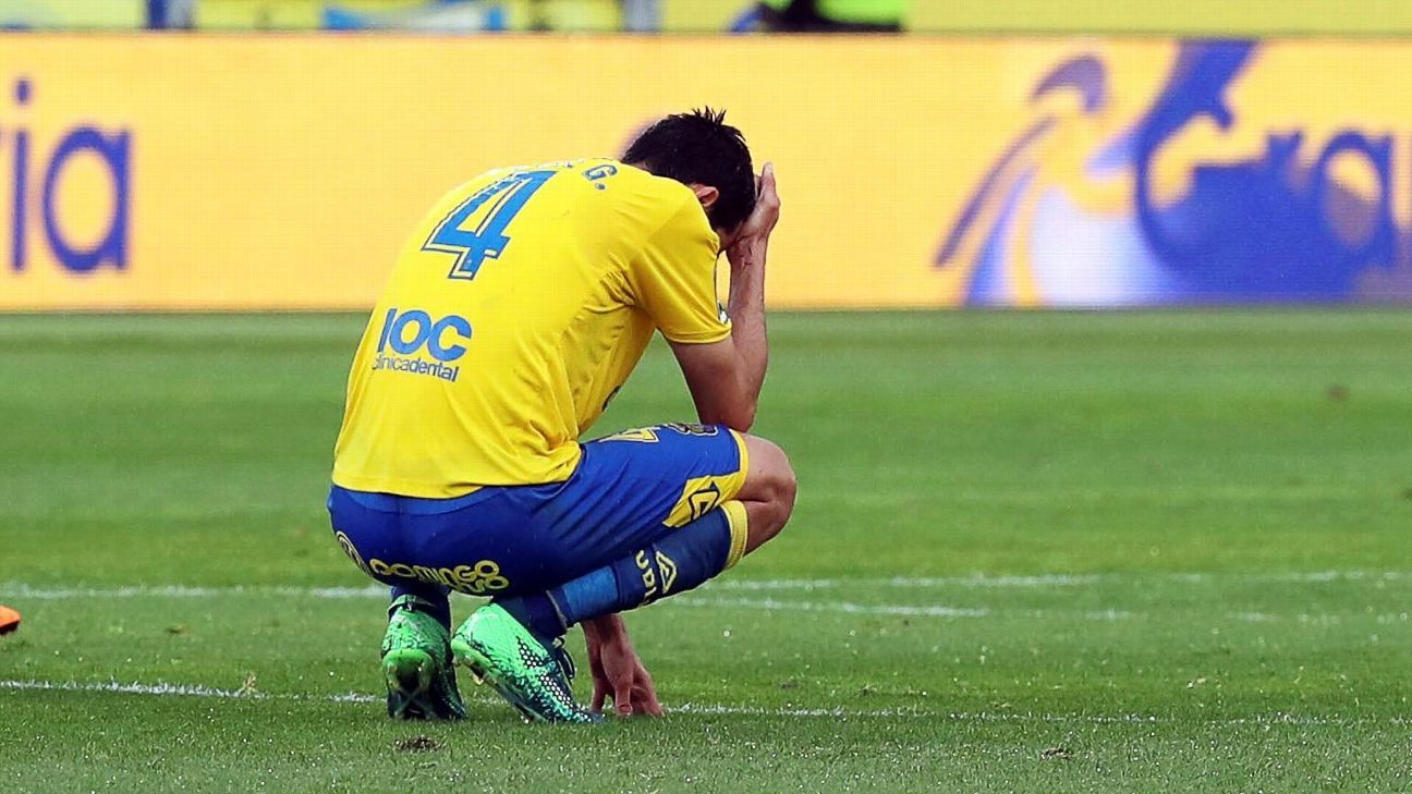 Las Palmas' Vicente Gomez reacts after a loss to Alaves left his team relegated from La Liga.