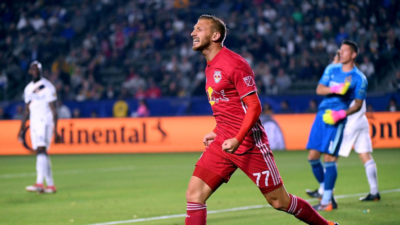 Gamarra seals late NYRB victory over Ibrahimovic's LA Galaxy