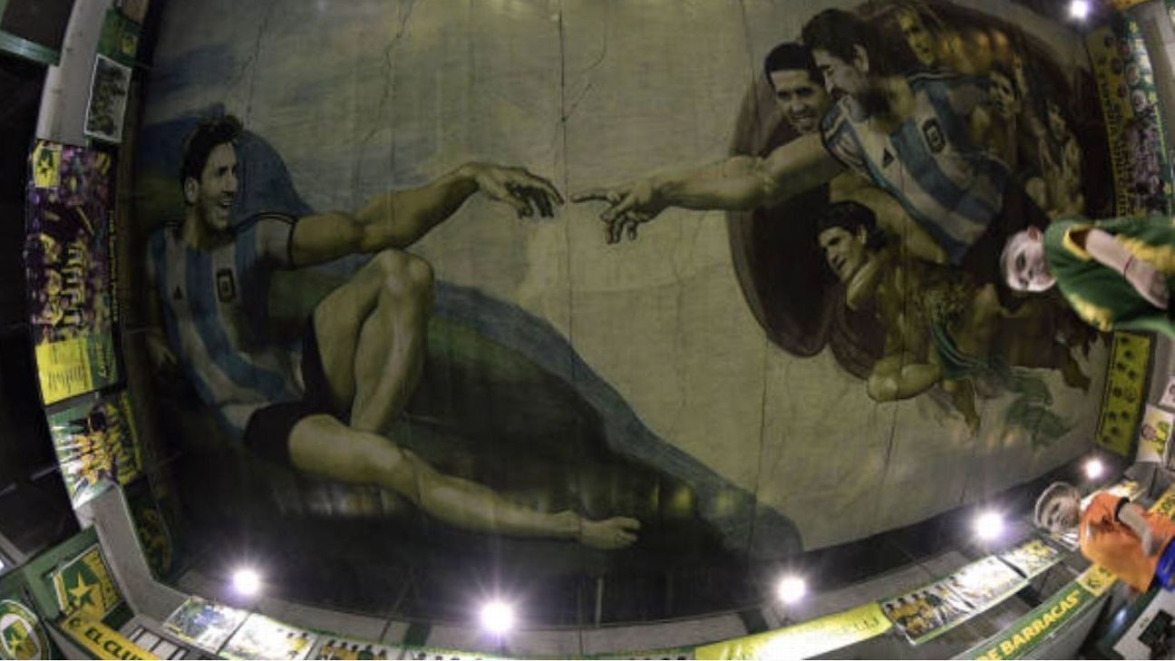 Sportivo Pereyra de Barracas commissioned the fresco by local artist Santiago Barbeito