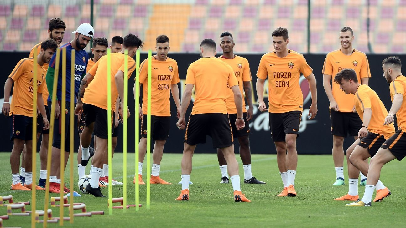 Roma's players take part in a training session ahead of their Champions League semifinal second leg against Liverpool.