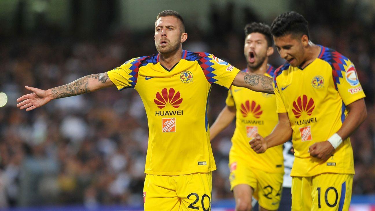 Jeremy Menez celebrates his first goal against Pumas.