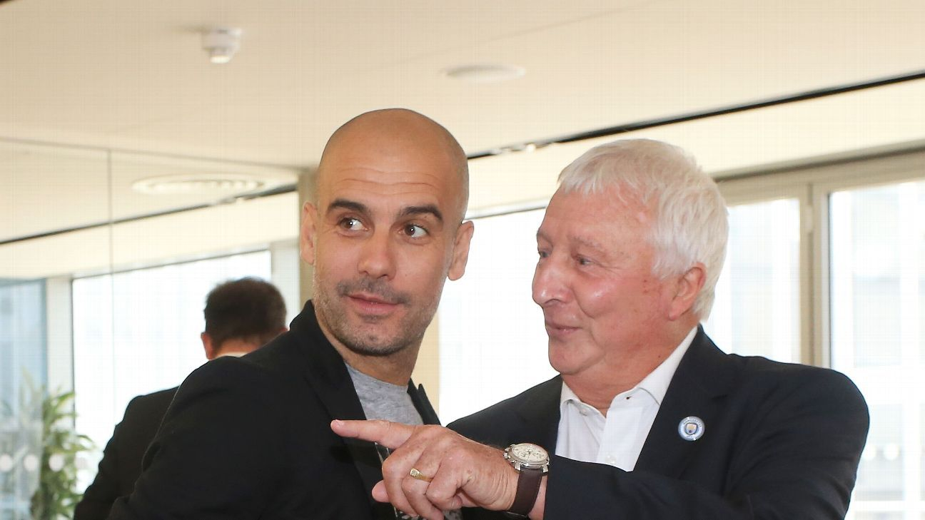Mike Summerbee (R) sees some similarities between current boss Pep Guardiola (L) and legendary manager Malcolm Allison.