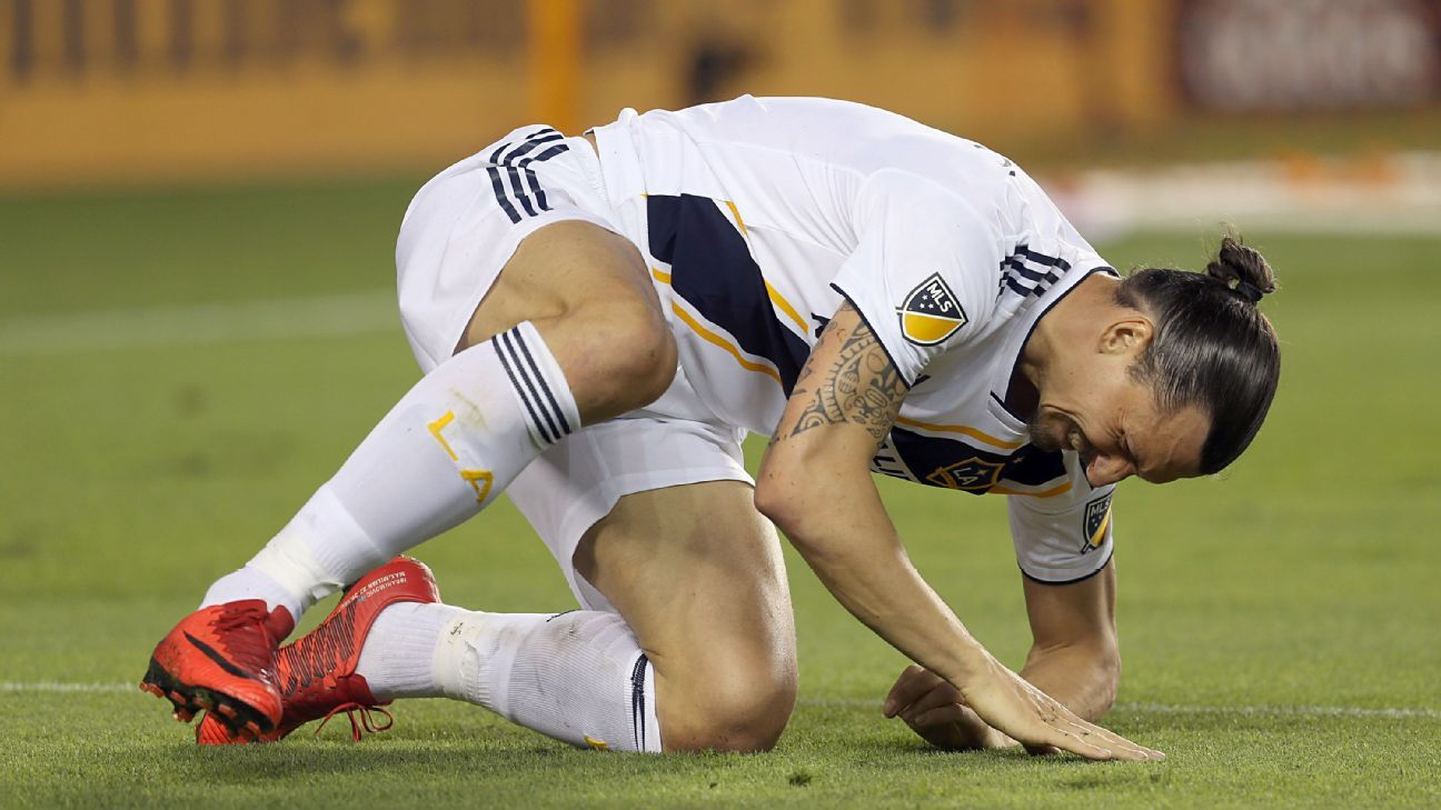 Ibra reacts during Dynamo loss 180506