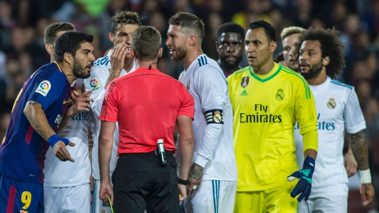 Barcelona and Real Madrid players speak with referee Alejandro Jose Hernandez Hernandez.