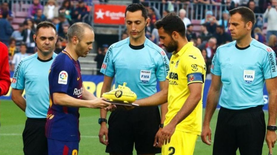 Andres Iniesta was given a ceramic yellow submarine by Villarreal before the match against Barcelona