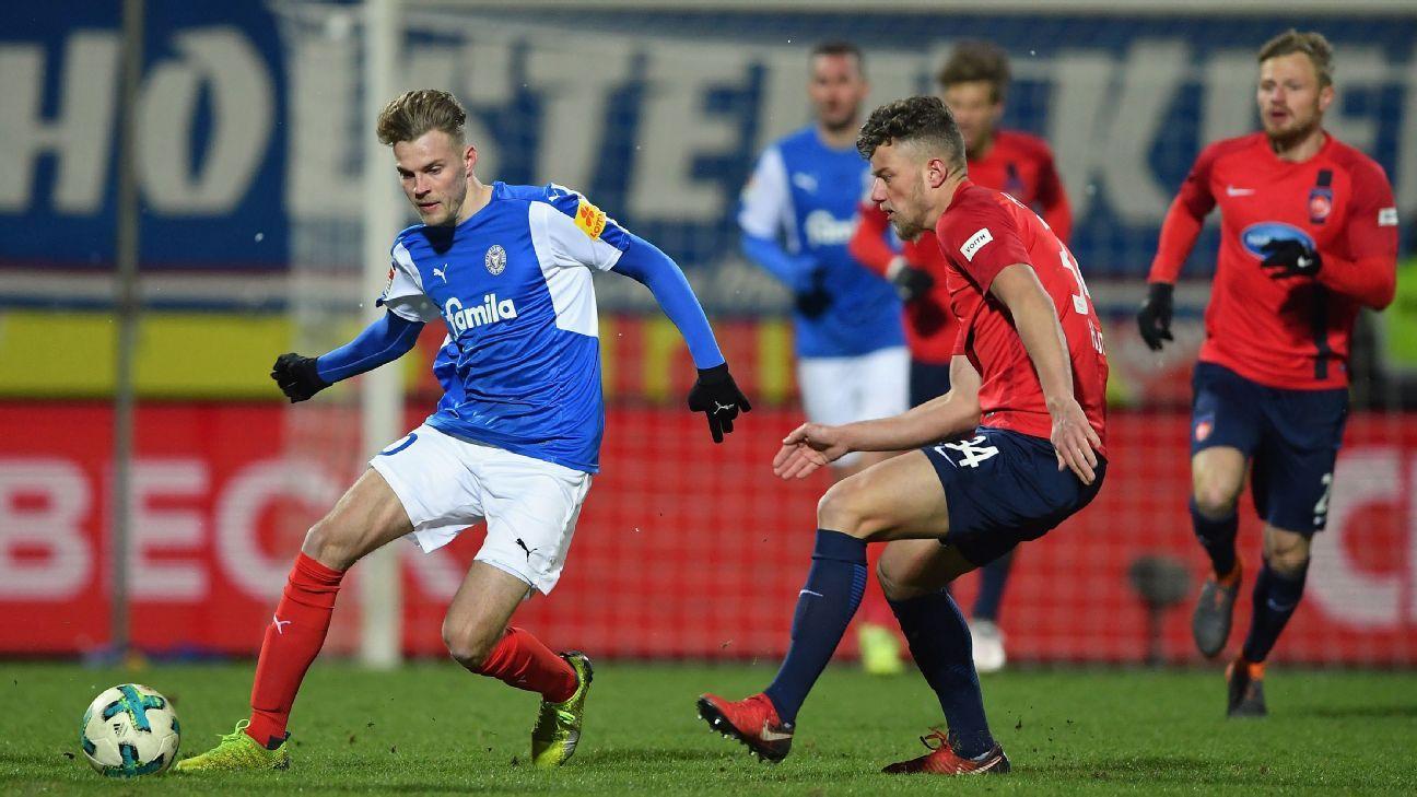 Holstein Kiel's Marvin Ducksch, left, is challenged by Heidenheim's Ibrahim Hajtic.