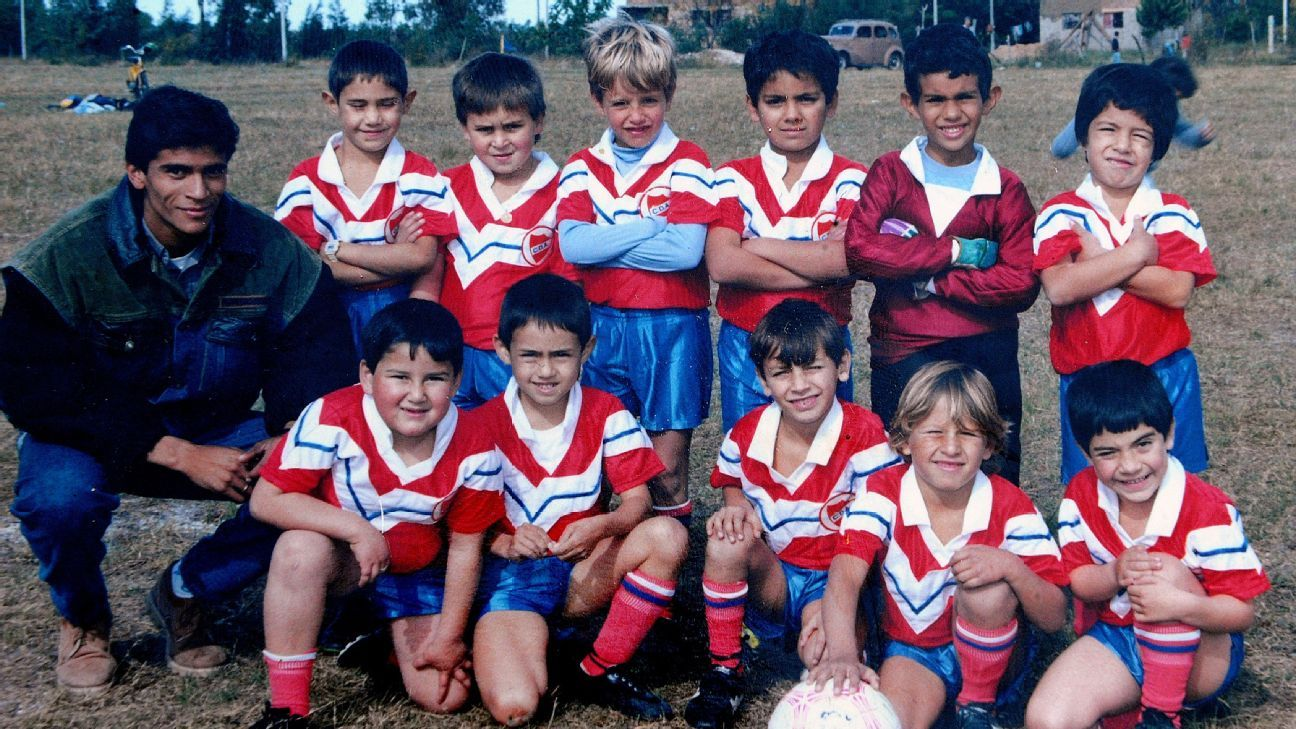Luis Suarez (back row R) lines up for Deportivo Artigas.
