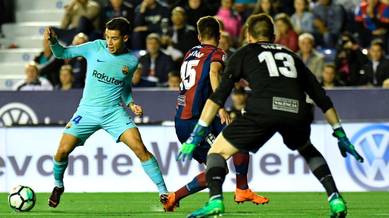 Philippe Coutinho sometimes looked alone in trying to rally Barcelona back against Levante.
