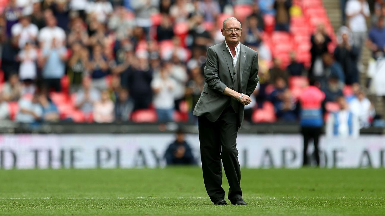 Tottenham legend Paul Gascoigne dances The Floss on pitch at Wembley